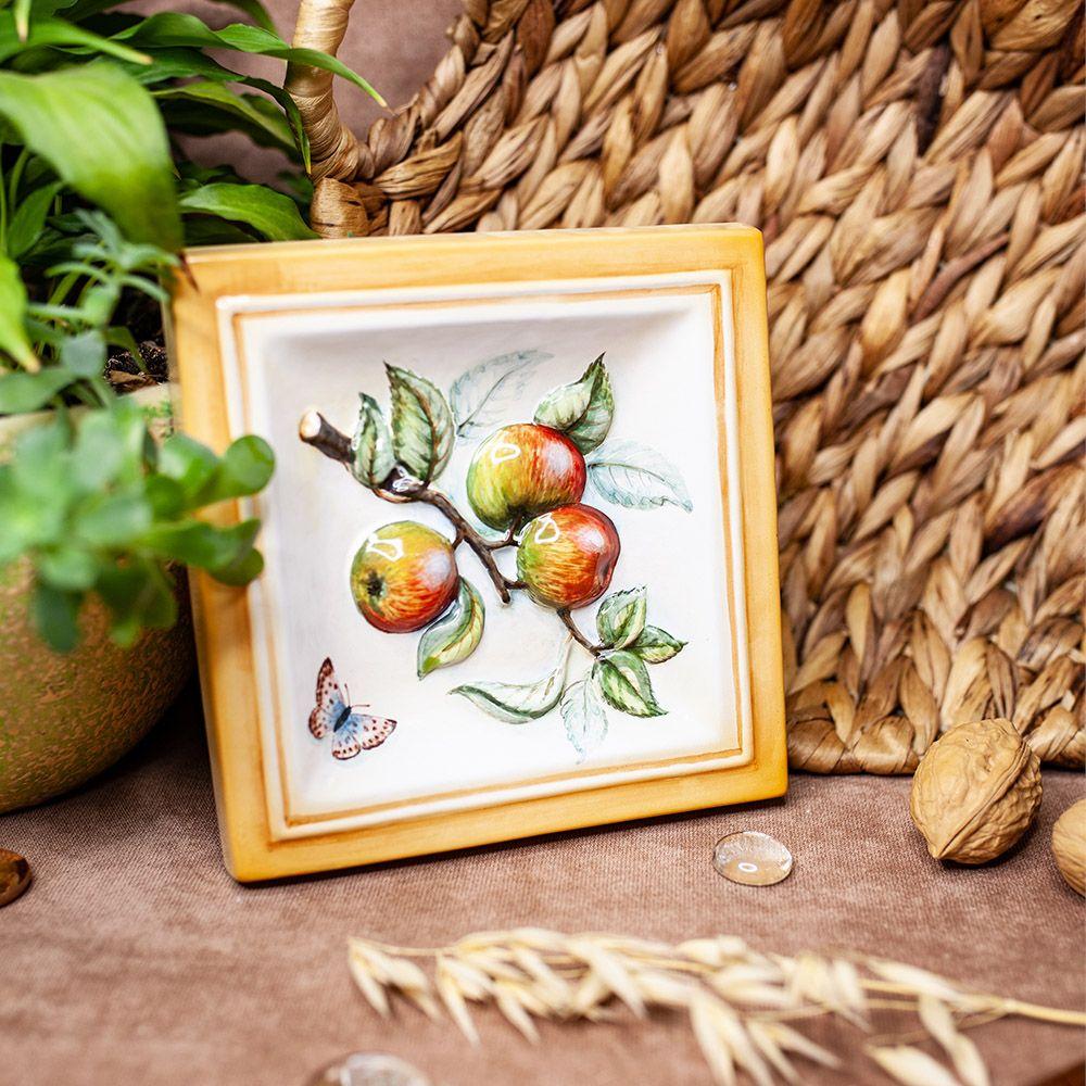 Яблоня-декор фото