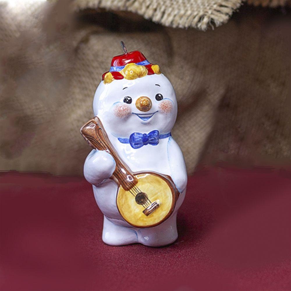 Снеговик-музыкант с мандолиной фото
