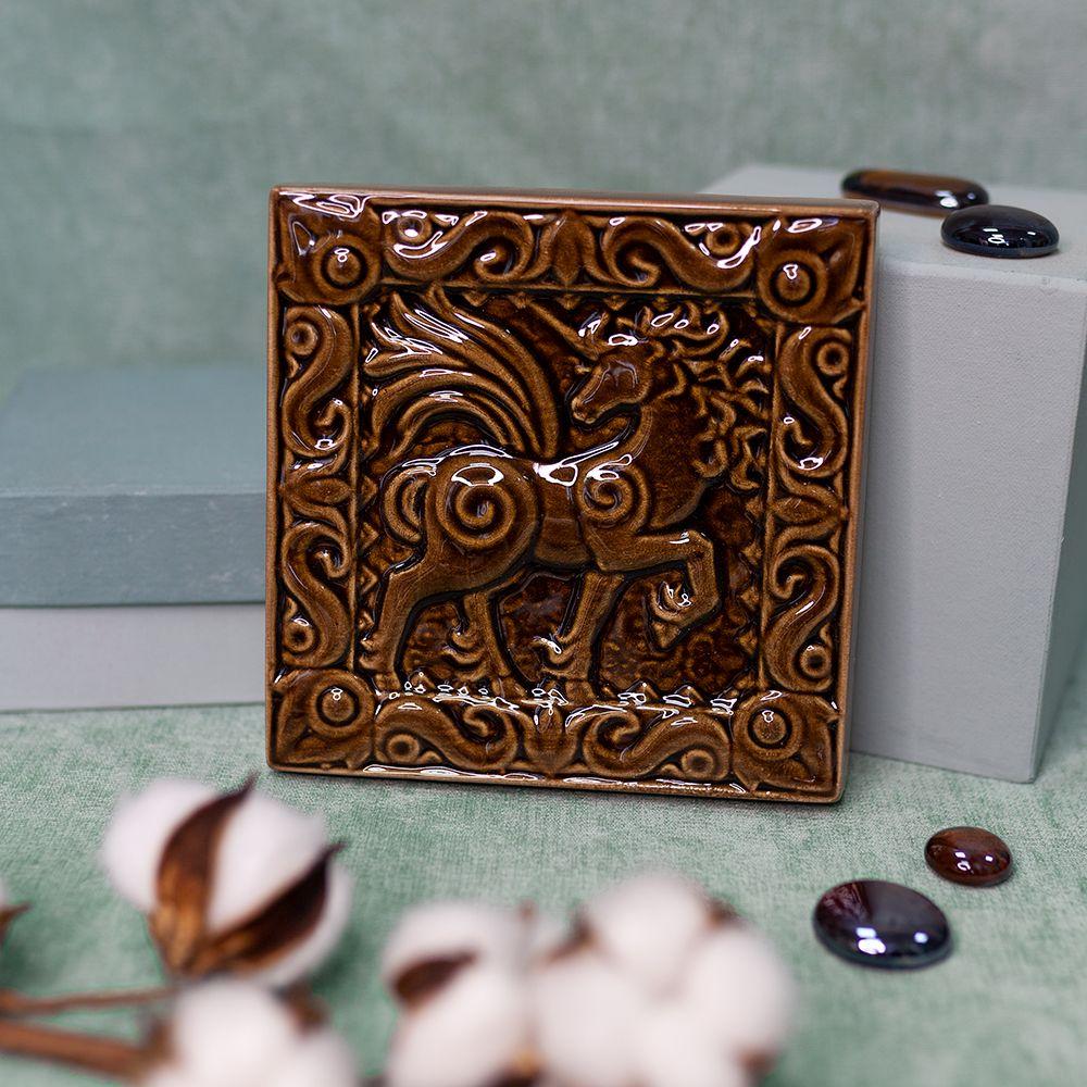 Изразец Единорог одноцветный коричневый фото