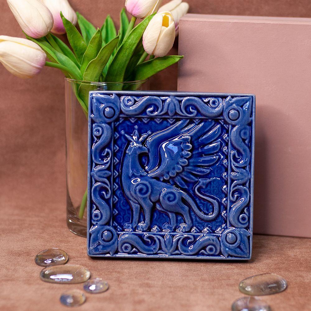 Изразец Грифон одноцветный синий фото