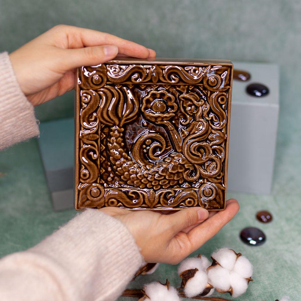 Изразец Русалка одноцветный коричневый фото