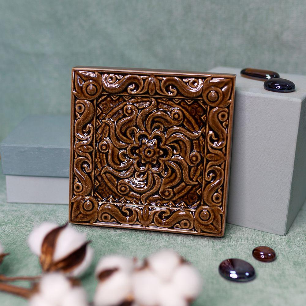 Изразец Лотос одноцветный коричневый фото
