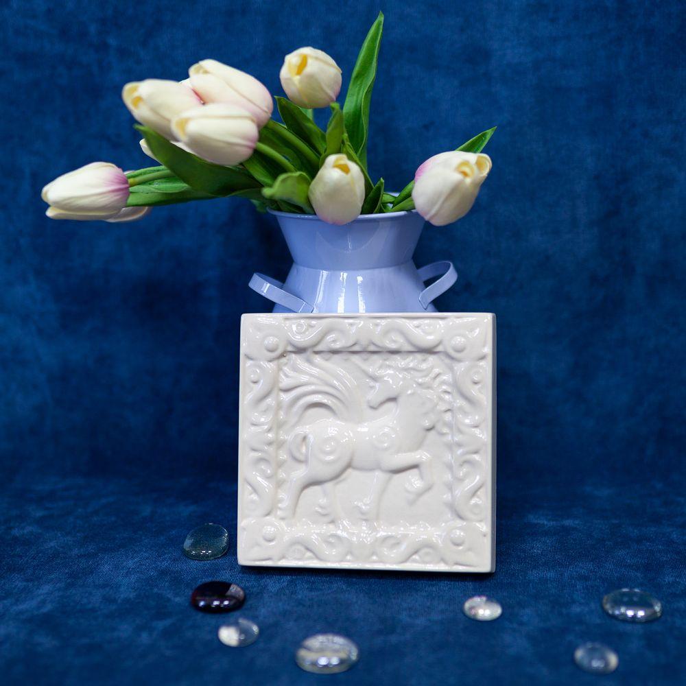 Изразец Единорог одноцветный белый фото