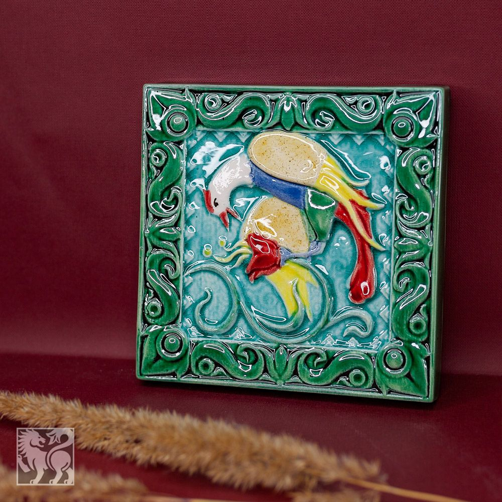 Изразец Птица пьет цветной зеленый фон фото