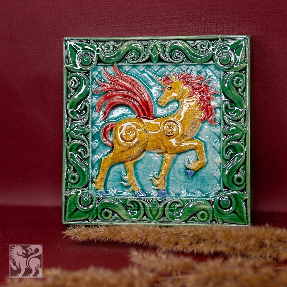 Изразец Единорог цветной зеленый фон фото