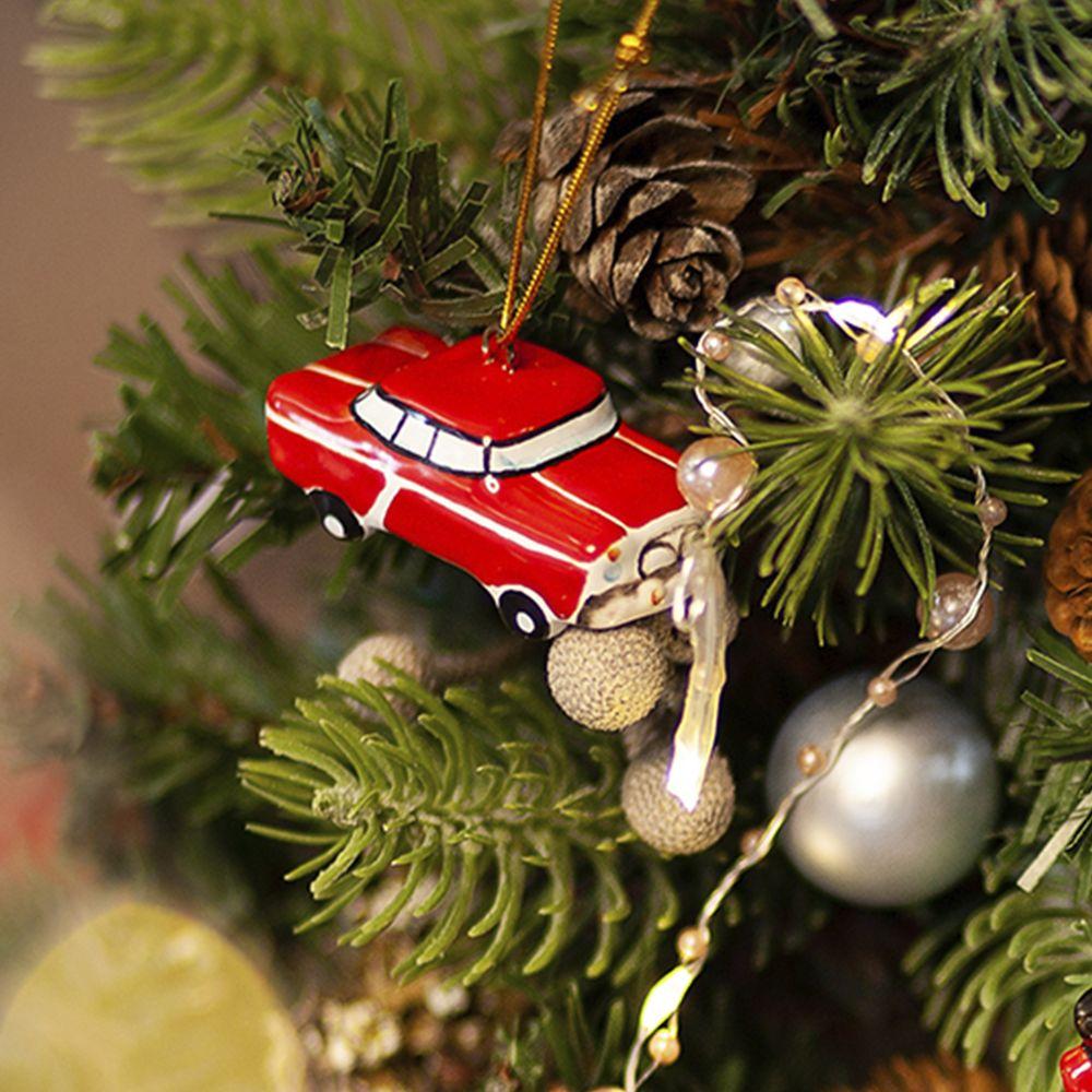 Автомобиль красный фото