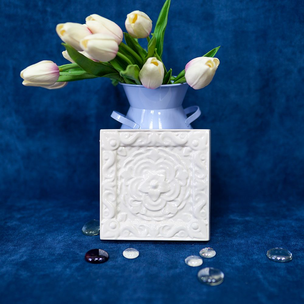 Изразец Чертополох одноцветный белый фото