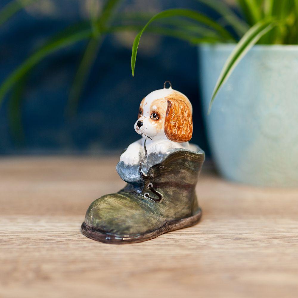 Ботинок зелёный со щенком фото