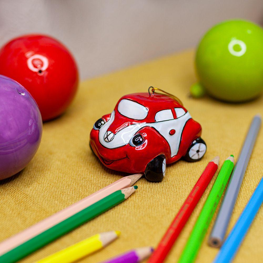 Автомобильчик красный фото